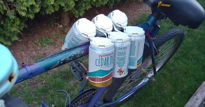 Как на велосипеде перевезти сразу много банок, если нет сумки или пакета