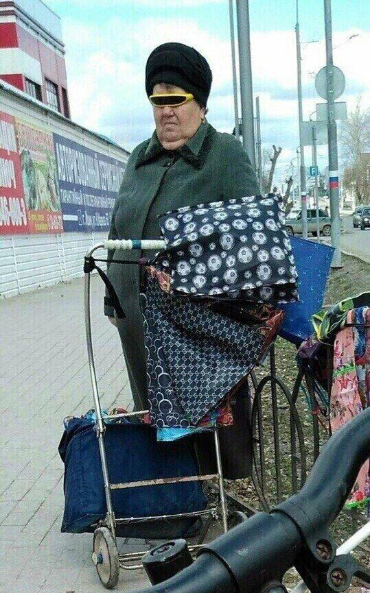 Осторожно, бабушки! бабушка, возраст, жизнь, пенсионер, пенсия, прикол, старость, юмор