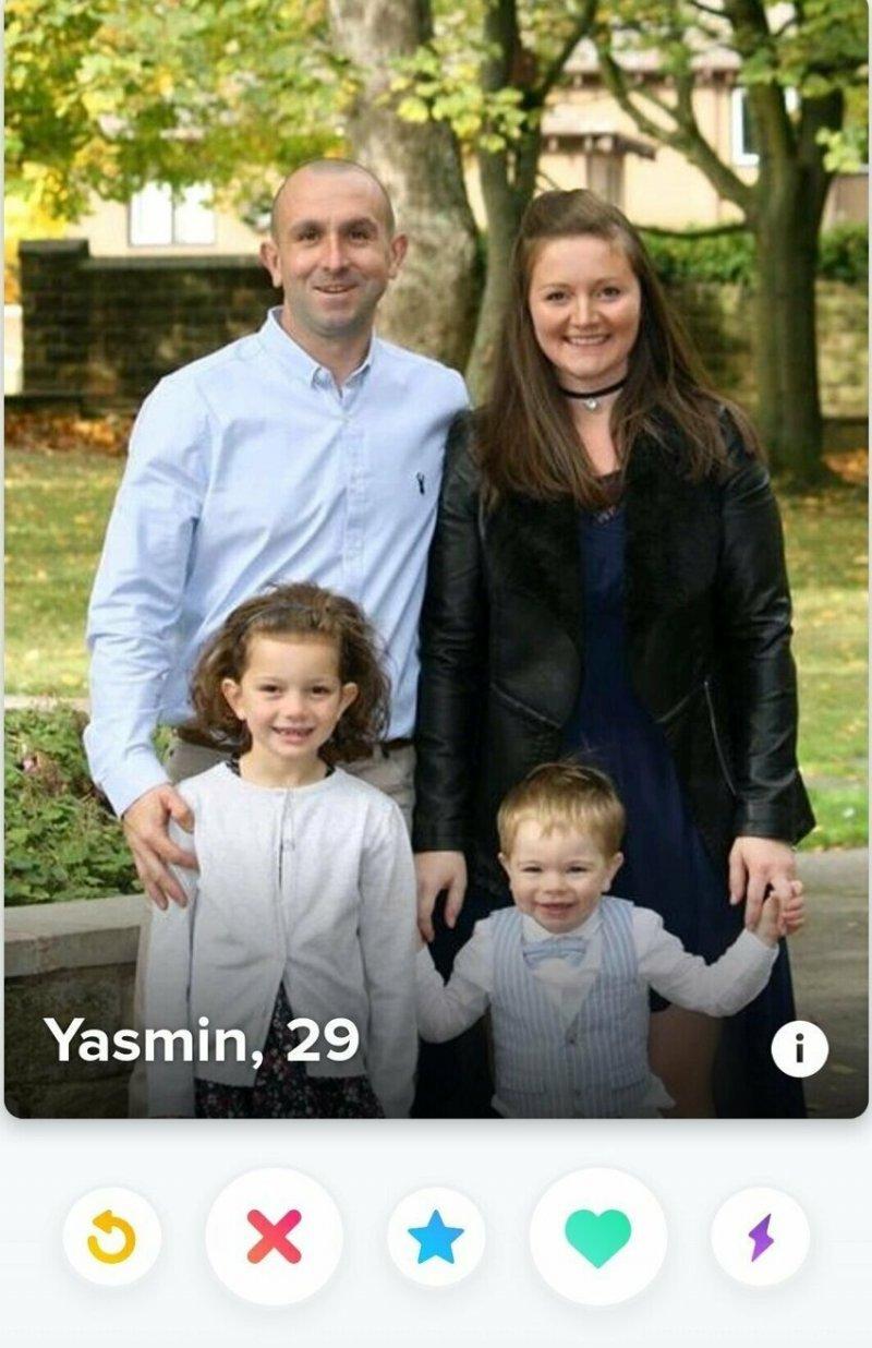 Он ищет пары для своих детей?