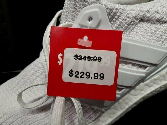 Суть любой распродажи в одном фото