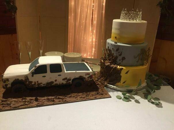 Страшновато идти на свадьбу, где будут подавать такой свадебный торт!