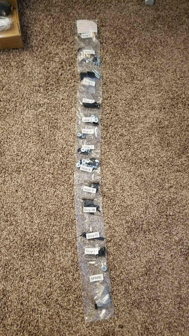 Так производитель упаковывает крепеж для мебели