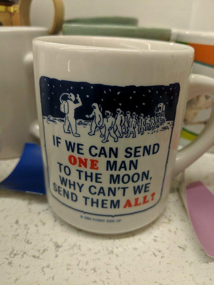 """""""Если мы сумели отправить на Луну одного мужчину, почему бы не послать туда их всех?"""" Подруга-феминистка будет рада!"""