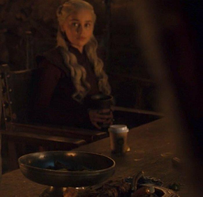 После нашумевшего скандала с картонным стаканчиком кофе, который зрители заметили в 4 серии 8 сезона Игры Престолов, фанаты стали более пристально изучать все кадры сериала игра престолов, кино, киноляпы, сериал, спойлеры, фанаты