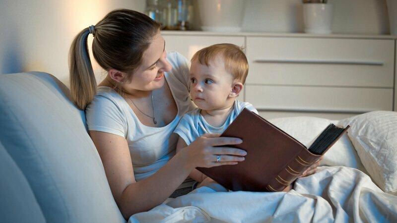 Считаете себя человеком, неспособным к творчеству? Став родителем, вы убедитесь, что можете километрами сочинять стихи, песенки и сказки - хотя бы ради самосохранения, ведь без этого ваш ребенок отказывается засыпать