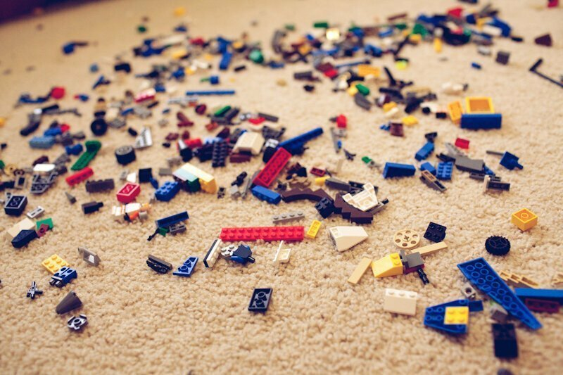 И старайтесь пореже наступать на LEGO! Это может привести к серьезной травме!