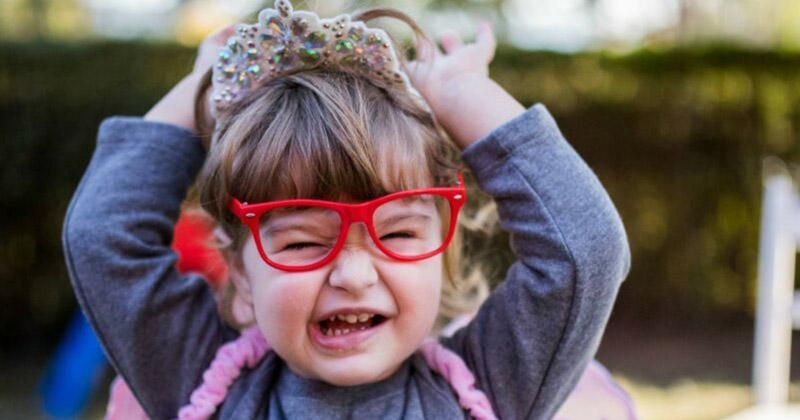 """Если вы готовите для ребенка что-то интересное - например, поход в цирк или на премьеру мультфилма - расскажите ему об этом не раньше, чем за день до события. Иначе она замучает вас бесконечными """"ну когдаа-а-а-а уже?"""" воспитание, дела семейные, дети, забавно, родители, родительство, смешно, юмор"""