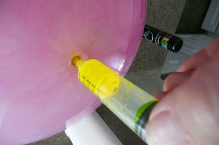 Если залить в надувной мяч светящиеся краски, он отлично подойдет для ночной игры в волейбол!