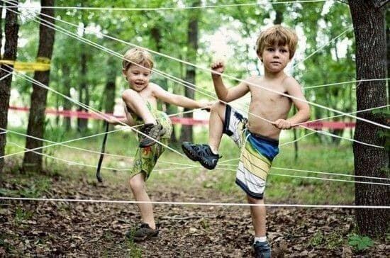Одна бухта толстой веревки - и отличное развлечение для детей готово!
