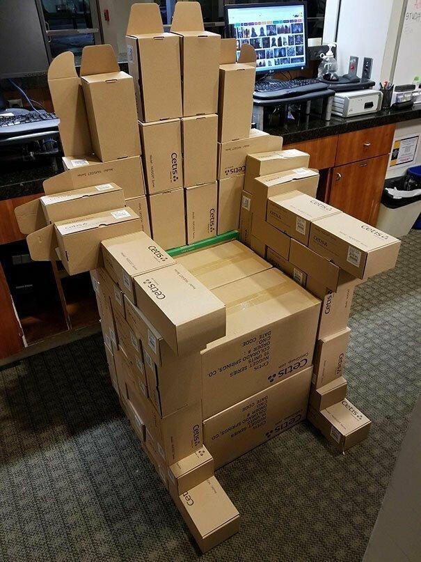 """""""Во время ночной смены мы распаковывали коробки - и мне вдруг стало скучно"""""""