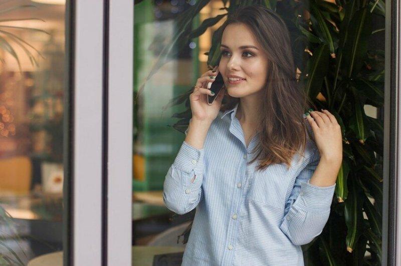 """""""Во время разговора по телефону я все время хожу кругами по квартире, из одной комнаты в другую. Обычно это происходит во время важных диалогов или когда я немного нервничаю, хотя в такие моменты советуют сидеть, чтобы голос не дрожал"""""""