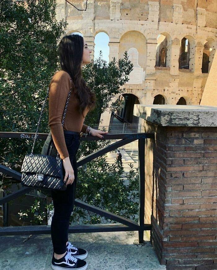 Такое прекрасное тело, что даже Колизей и ограда моста искорежились от влечения