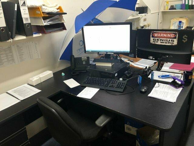 В офисе протекает крыша вот отстой, маразмы, не повезло, неудача, прикол, фейл, фото, юмор