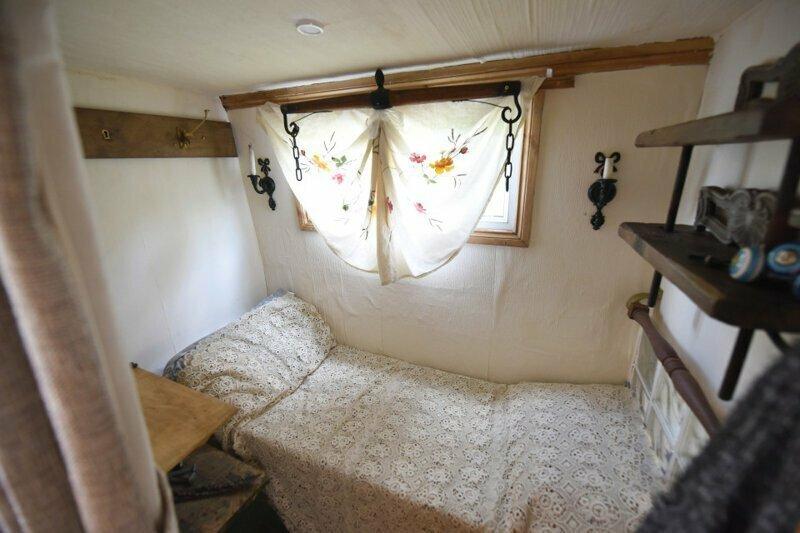 """Еще одна спальня на борту """"Матильды Джейн"""" вторая жизнь, вторая жизнь вещей, летний домик, лодка, переделка, переделка дома, ремонт, своими руками"""