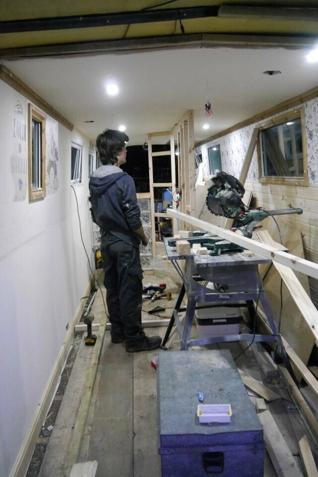 """Билли говорит, что такие проекты - это его """"идея веселья"""" и лучшее времяпрепровождение для него вторая жизнь, вторая жизнь вещей, летний домик, лодка, переделка, переделка дома, ремонт, своими руками"""