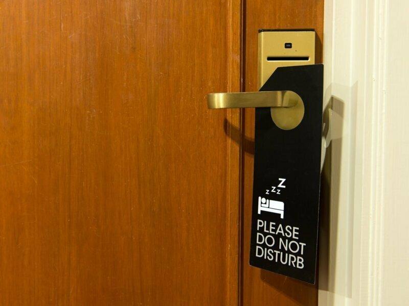 """Элементарные правила поведения в отелях, за которые горничные скажут вам """"спасибо"""" горничная, гостиница, гость, отель, постоялец, совет, туризм"""