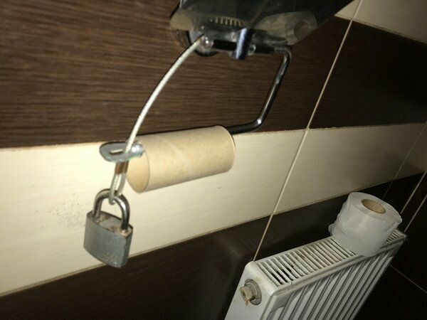 Туалет в Минской области антивандализм, маразмы, подборка, прикол, против воров, странности, юмор