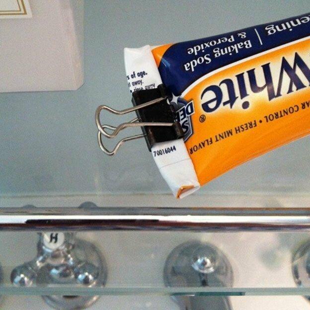 Зажимы подходят для зубной пасты, приправ и даже открытой пачки творога
