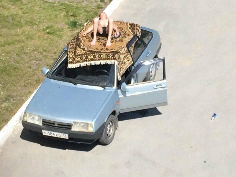 Крыши автомобилей - хит этого сезона водоем, загар, курорт, наглость, плавки, пляж, прикол, юмор
