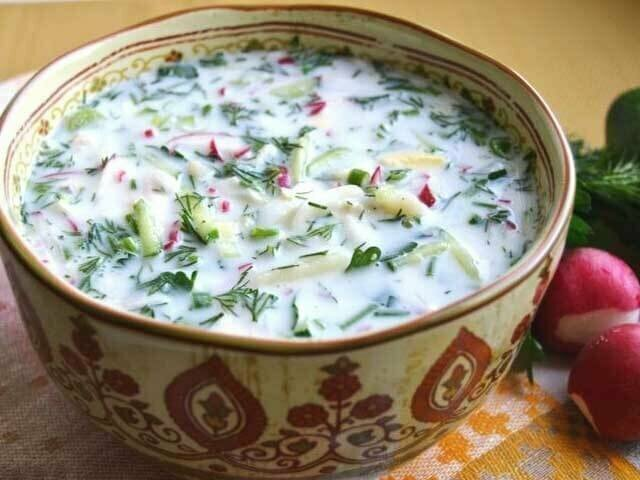 Любители окрошки выясняют как же правильно готовить холодный суп