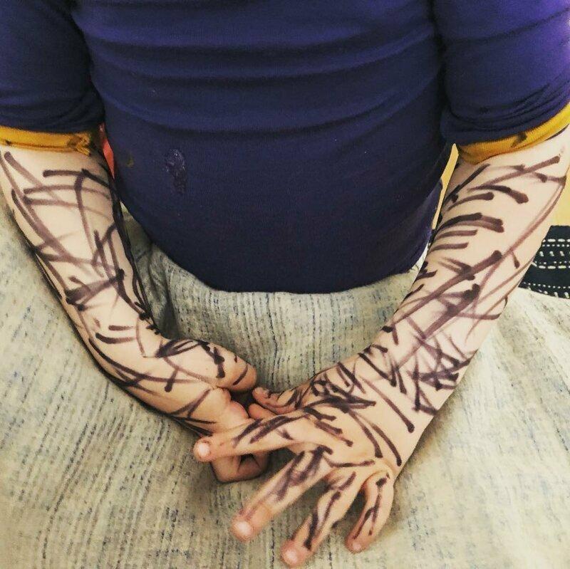 Сделал себе татуировки 5 минут тишины, десять минут тишины, дети, нашкодил, отвернулся, прикол, родители и дети