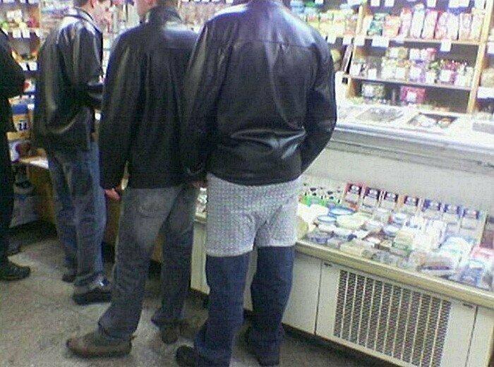 Некоторые вообще натягивают труселя поверх штанов