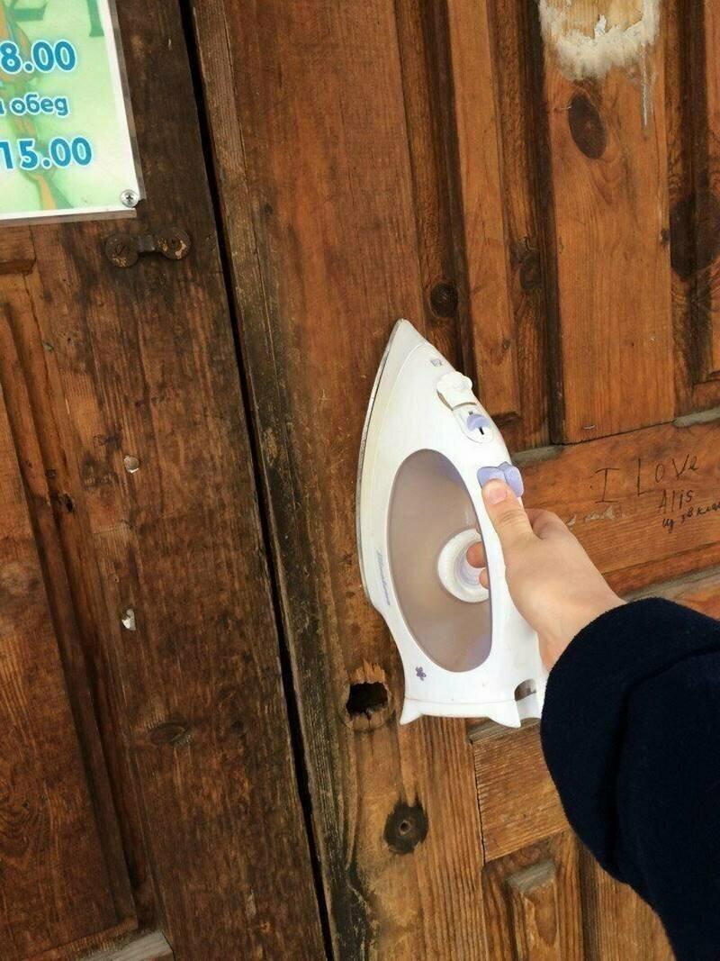 Утюги вместо дверных ручек