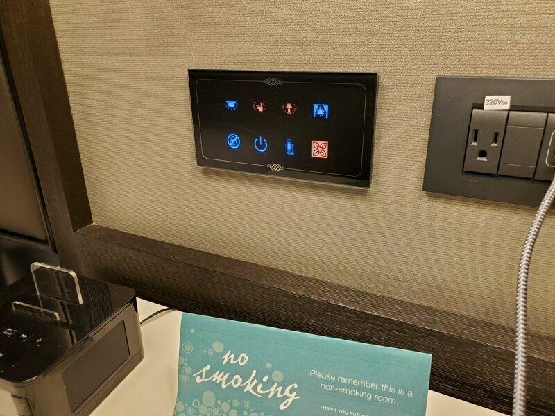 В этом отеле можно вызвать горничную и сделать кучу других дел, не вставая с кровати reddit, интересно, отель, сервис, фото, хостел