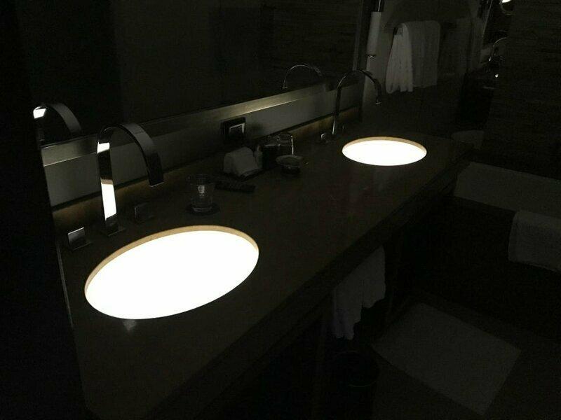 Подсветка раковин в ванной гостиничного номера reddit, интересно, отель, сервис, фото, хостел