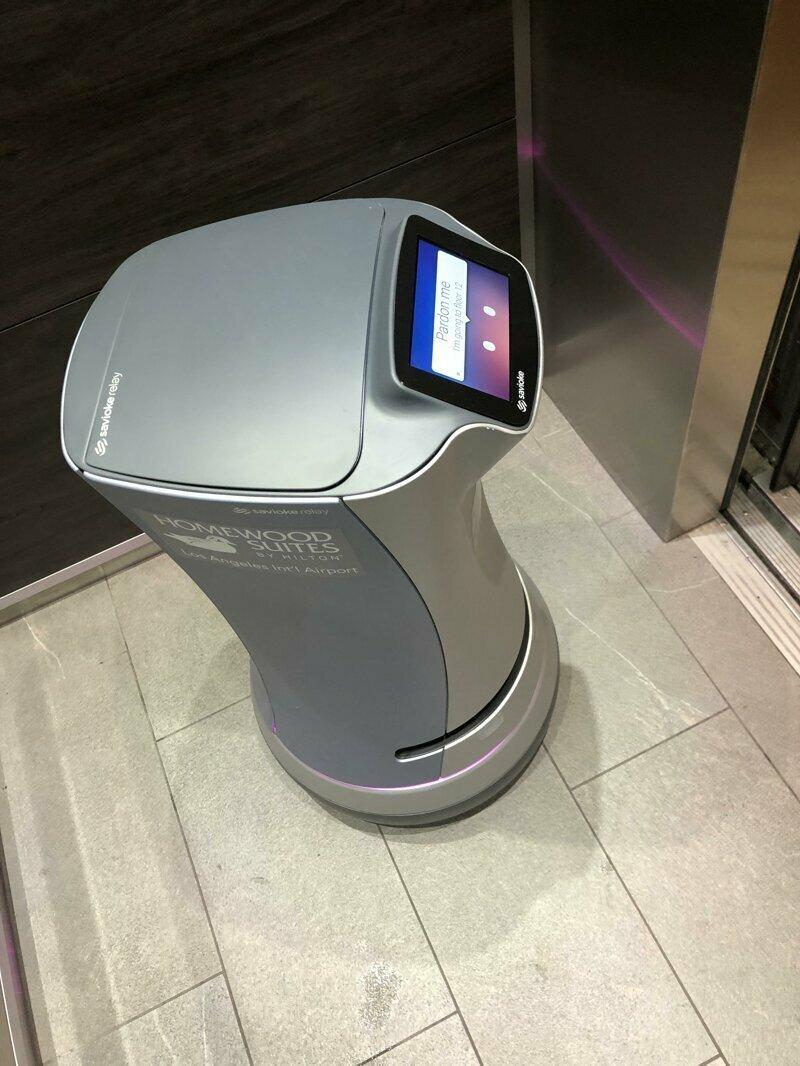 Этот отель оборудован роботами, которые доставляют воду и другие мелкие заказы в номера постояльцев reddit, интересно, отель, сервис, фото, хостел