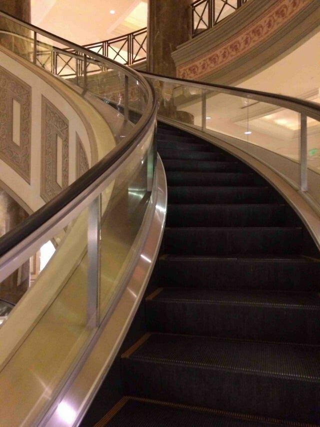 Удобный эскалатор вместо винтовой лестницы reddit, интересно, отель, сервис, фото, хостел