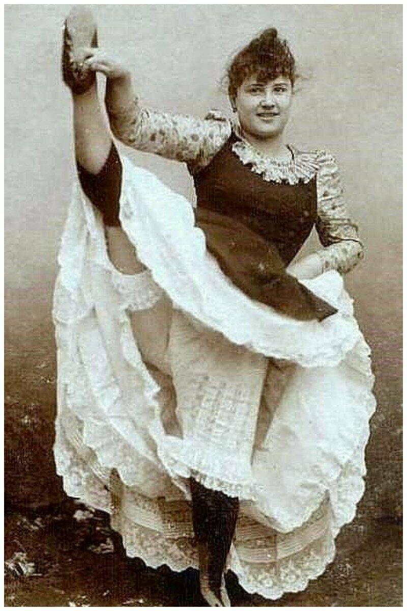 Ла Гулю (фр Большеротая, прожорливая), настоящее имя — Луиза Вебер — французская танцовщица, исполнительница канкана, модель Тулуз-Лотрека варьете, девушки, интересное, история, кабаре, канкан, старые фото, фото