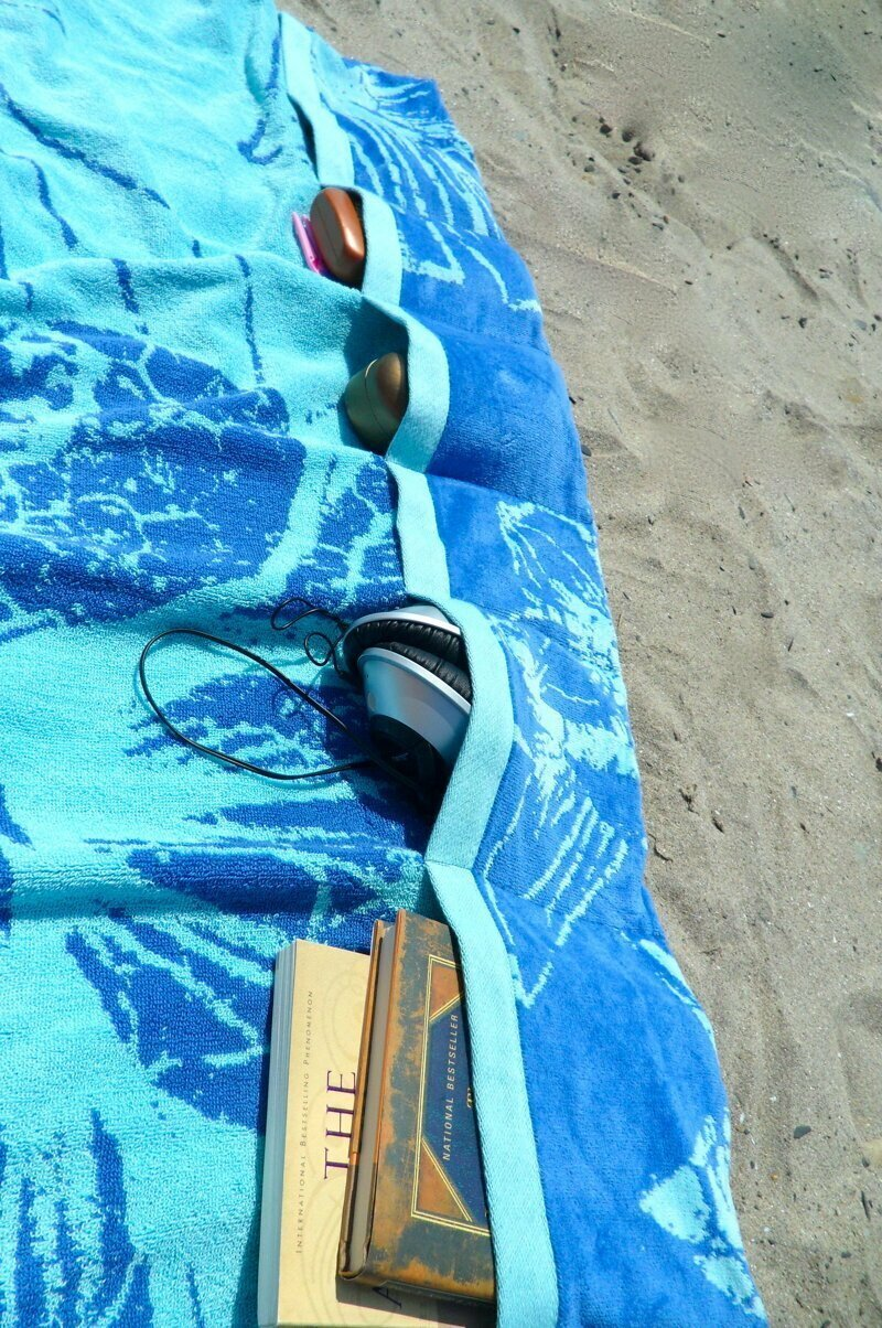 Карманы в полотенце. А почему бы и нет? lifehack, лайфхаки, лето, пляж, полезное, прикол, хитрости