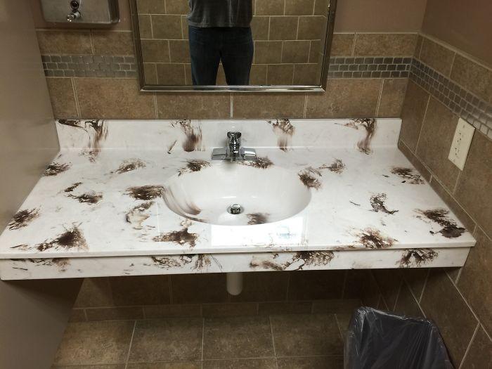 Собака побродила? ванная комната, дизайн, санузел, смешно, туалет, юмор