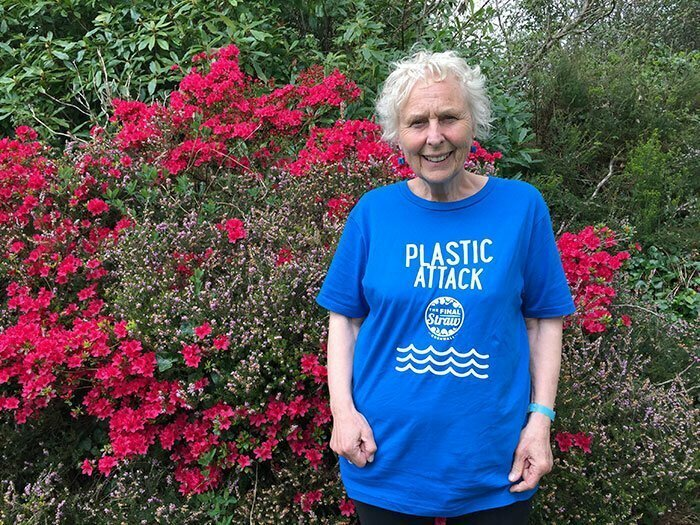 Бабушка, которая решила спасать планету от пластика забота о планете, интересно, корнуолл, мусор, очистка, пляжи, пэт смит, экология