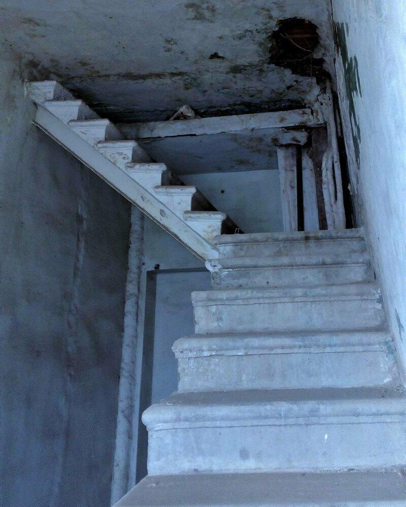 Вероятно при строительстве кое-кто очень хорошо чередовал работу с отдыхом лестницы, маразмы, ну кто так строит, рукожопы, стройка, фейл, хогвартс, юмор