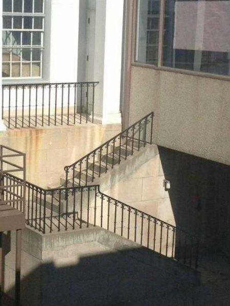 Все невнимательные будут озадачены! лестницы, маразмы, ну кто так строит, рукожопы, стройка, фейл, хогвартс, юмор