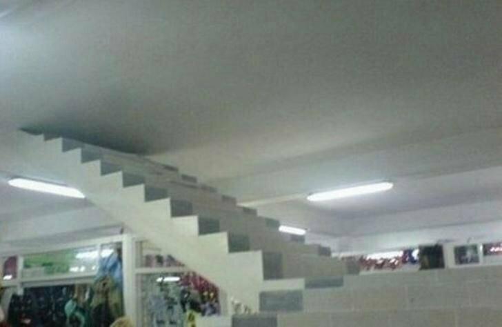 Или сбоем системы? лестницы, маразмы, ну кто так строит, рукожопы, стройка, фейл, хогвартс, юмор