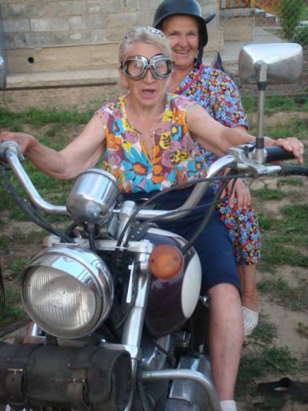 Записаться в байкеры возраст, новые свершения, позитив, смех, старость. бабульки, юмор