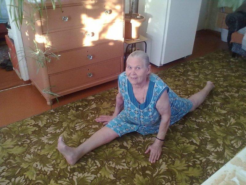 Сидеть на шпагате возраст, новые свершения, позитив, смех, старость. бабульки, юмор