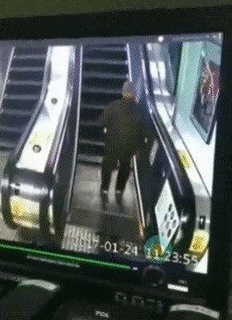 Не следует пьяным пользоваться эскалатором