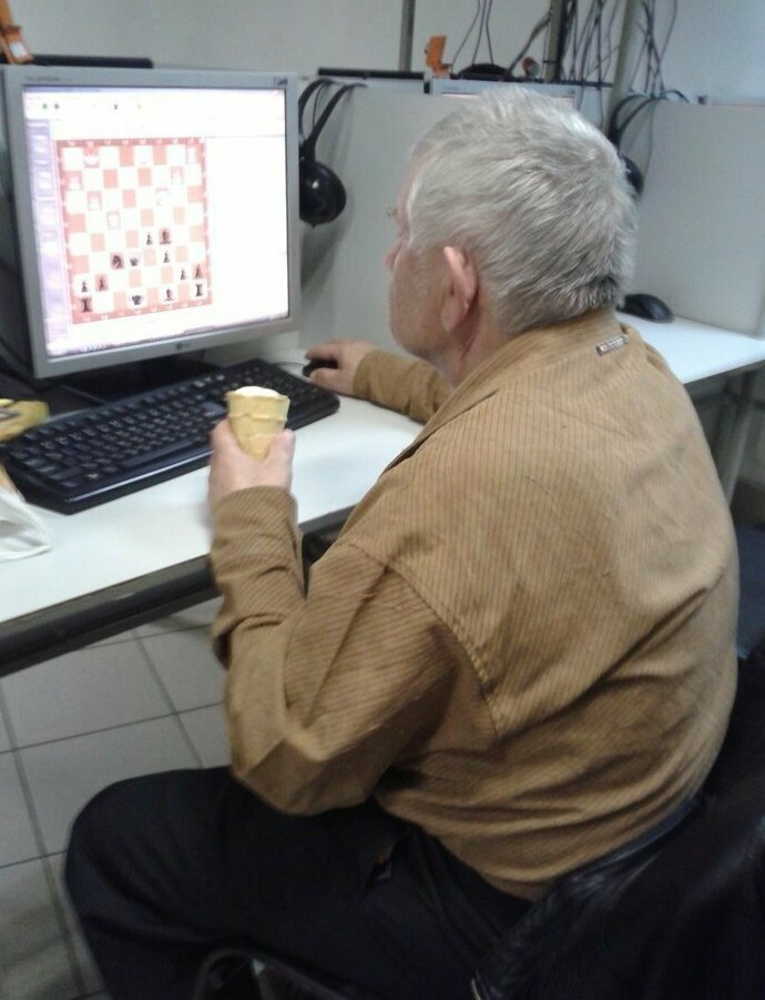 А как вы проводите свободное время? бабушки, дедушки, пенсионеры, пенсия, прикол, старики, старость