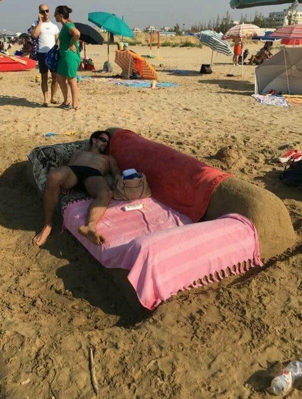 Кому нужны дурацкие песчаные замки? Вот что надо строить! вот это да, забавно, находки, неожиданности, пляжи, смешно, странные вещи, удивительное рядом
