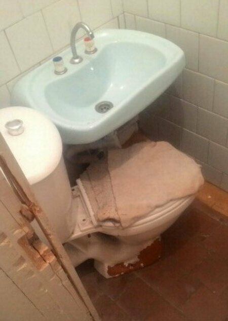 Слава богу, что концепт оказался не рабочим (унитаз не подключен к канализации)