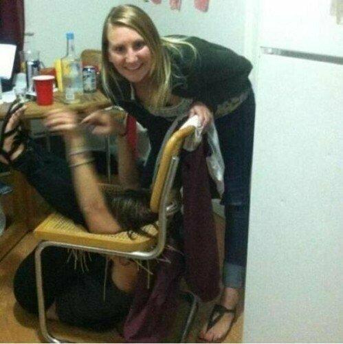 Интересно, из чего сделан стул? неприятность, неудача, пауки, понедельник, происшествие, смех да и только, юмор