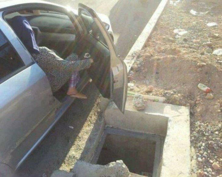 Очень удачно водитель остановился неприятность, неудача, пауки, понедельник, происшествие, смех да и только, юмор