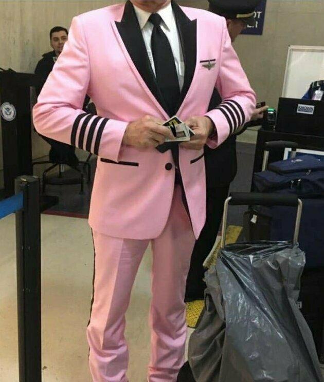 Пилот хотел выглядеть особенно, совершая свой последний рейс перед уходом на пенсию - и у него получилось