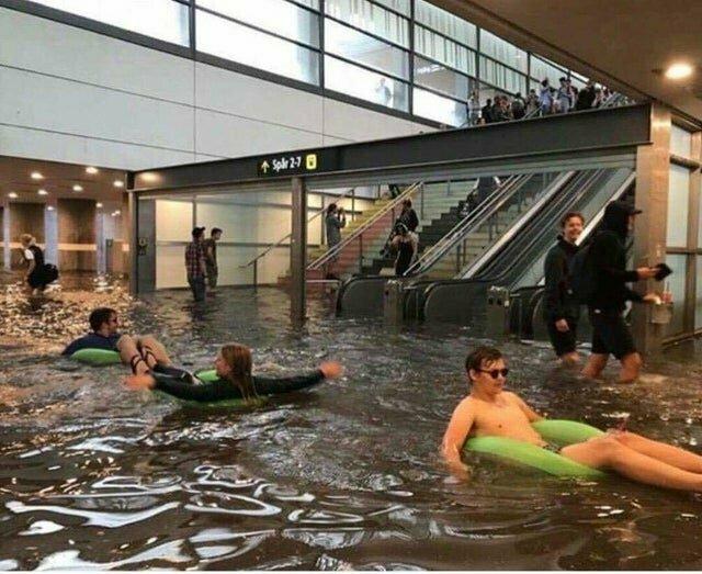 Город Швеции - Уппсала - затоплен, но шведы не огорчаются