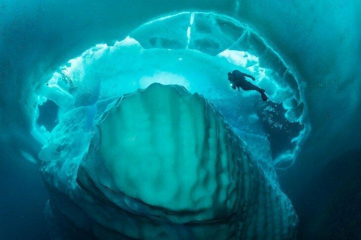 Там же, в Канаде, делают водку  « Iceberg» в состав которой входит вода, добытая из айсбергов айсберг, интересное, лед, под водой, природа