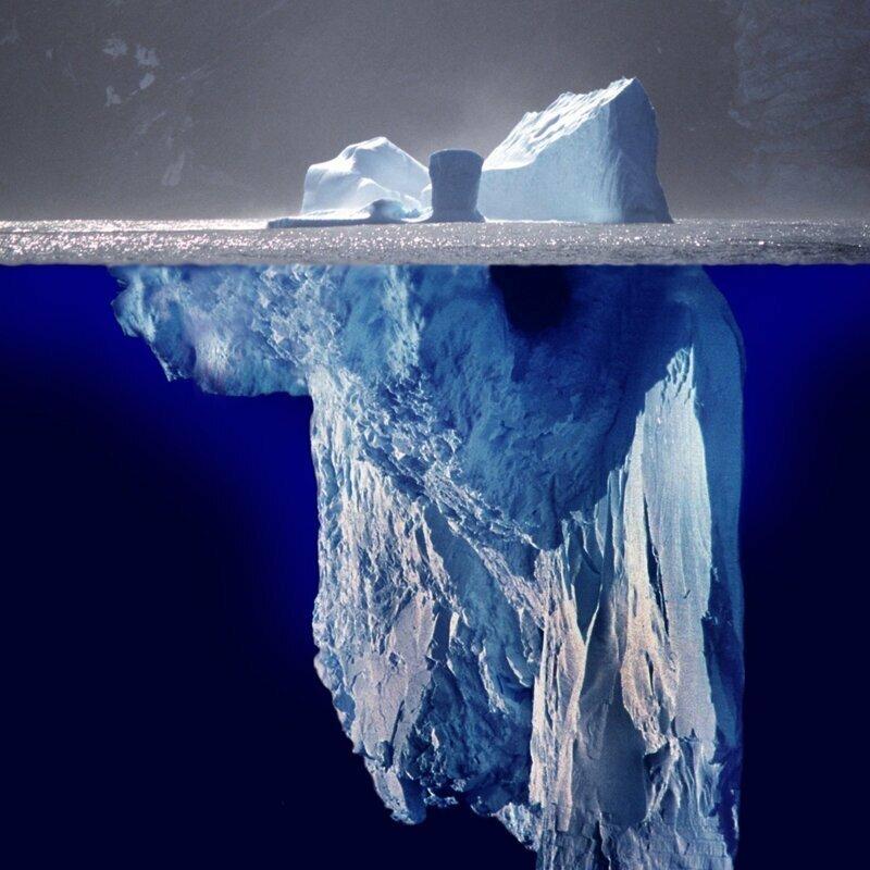 Свеженькие айсберги имеют чистый белый цвет, старея они голубеют или зеленеют – пузырьки воздуха в вернем слое замещаются каплями воды айсберг, интересное, лед, под водой, природа